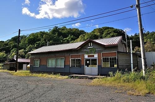 古い木造モルタル駅舎
