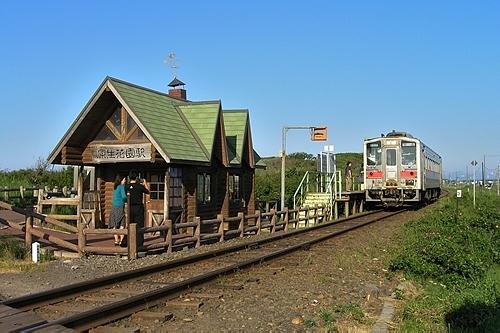 原生花園駅・駅舎・ホーム