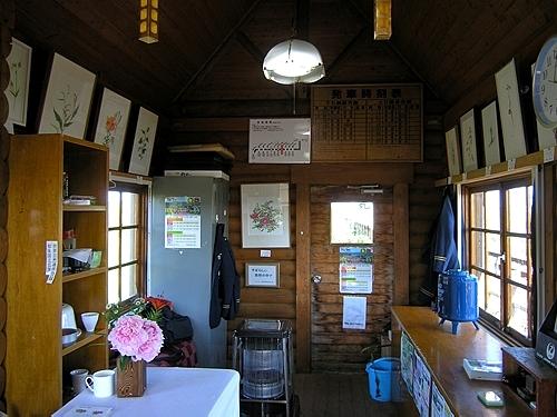 駅舎内・売店