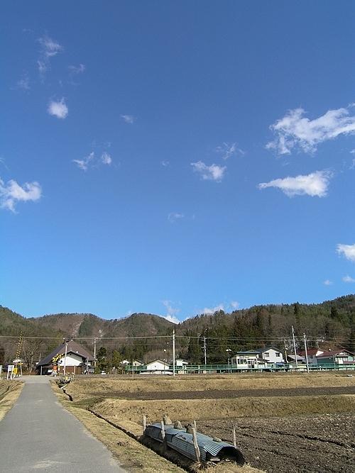 木崎湖から稲尾駅を見る