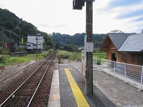 上総松丘駅ホーム