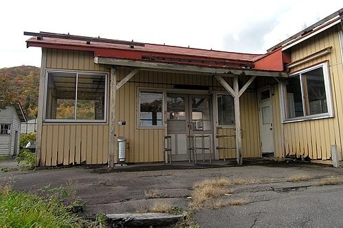 ホーム側の駅舎・改札ラッチ