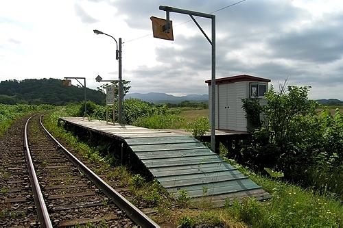 糠南駅・ホームと待合室