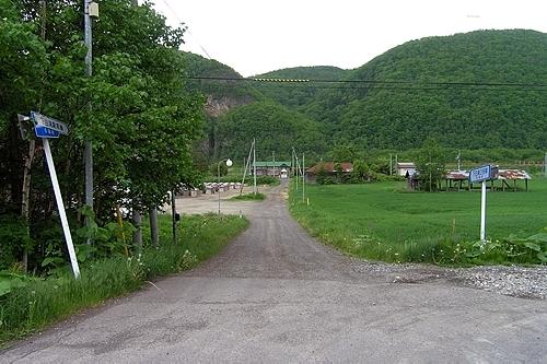 駅前通りから見た駅舎