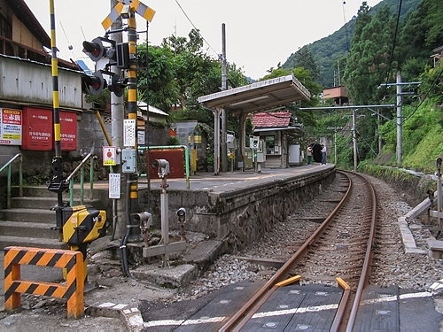 白丸駅構内