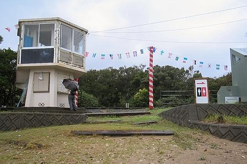田井ノ浜駅出入口と駅舎