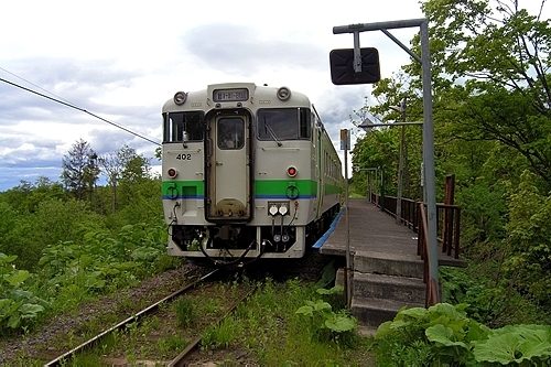 豊ヶ岡駅に停車中の列車
