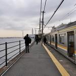 海芝浦駅ホームと海
