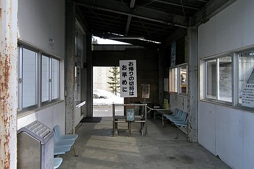 駅舎内改札口