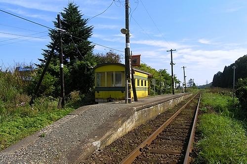 吉堀駅・駅舎とホーム