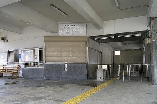 駅舎内・改札口・窓口跡