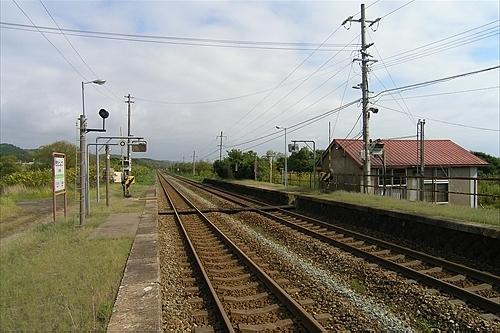 ホームと駅舎