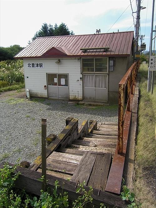 階段と駅舎