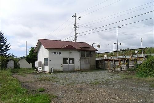 駅舎とトイレ