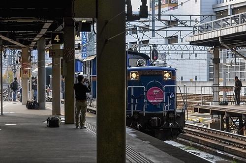 トワイライトエクスプレス列車が入線