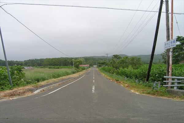 道道256号線から駅方向
