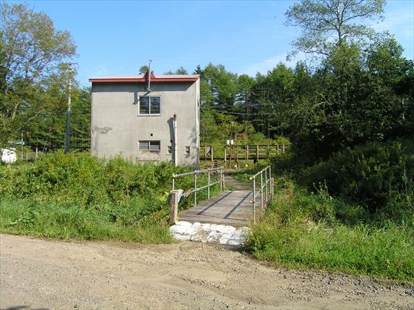 駅舎と駅出入口