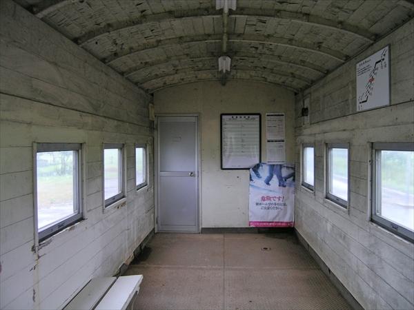 駅舎内ベンチ